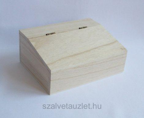 Fa doboz csapott tetős f8630